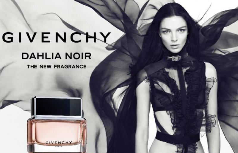 givench1 800x516 Givenchy Dahlia Noir Fragrance: Mariacarla Boscono