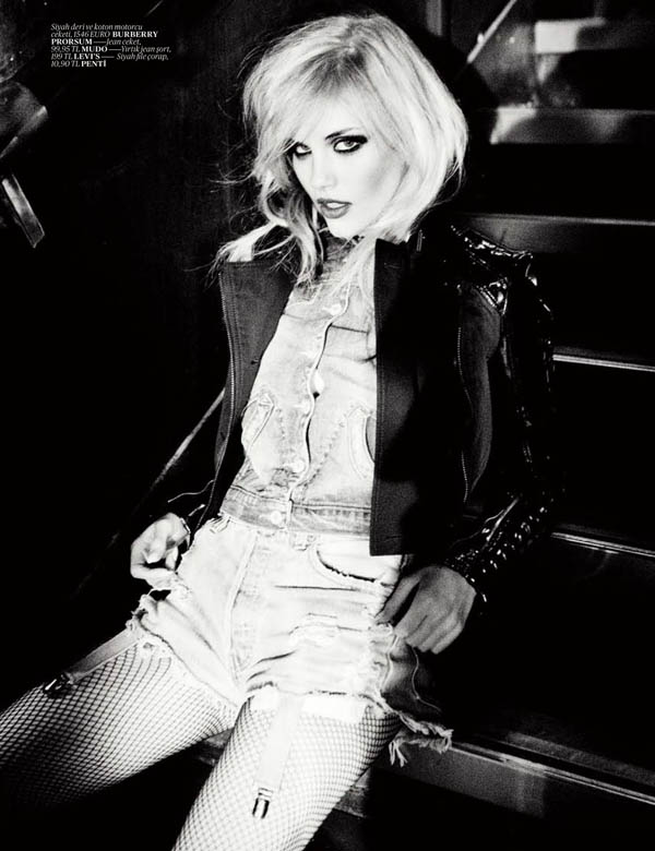 Ashley Smith by Ellen von Unwerth for <em>Vogue Turkey</em>