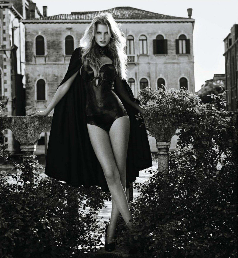 Lara Stone by Mario Sorrenti for <i>Vogue Japan</i> November 2011
