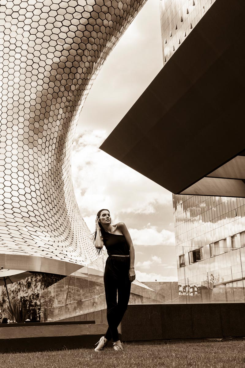 Leandro Enne Captures Architectural Style with Carmen Lopes