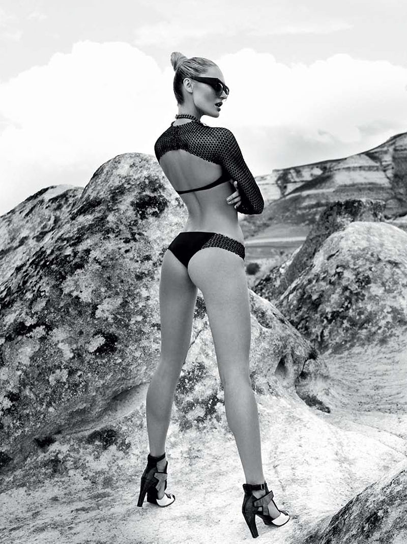 CandiceElle10 Candice Swanepoel Takes on Sporty Glam Style for Elle Brazil