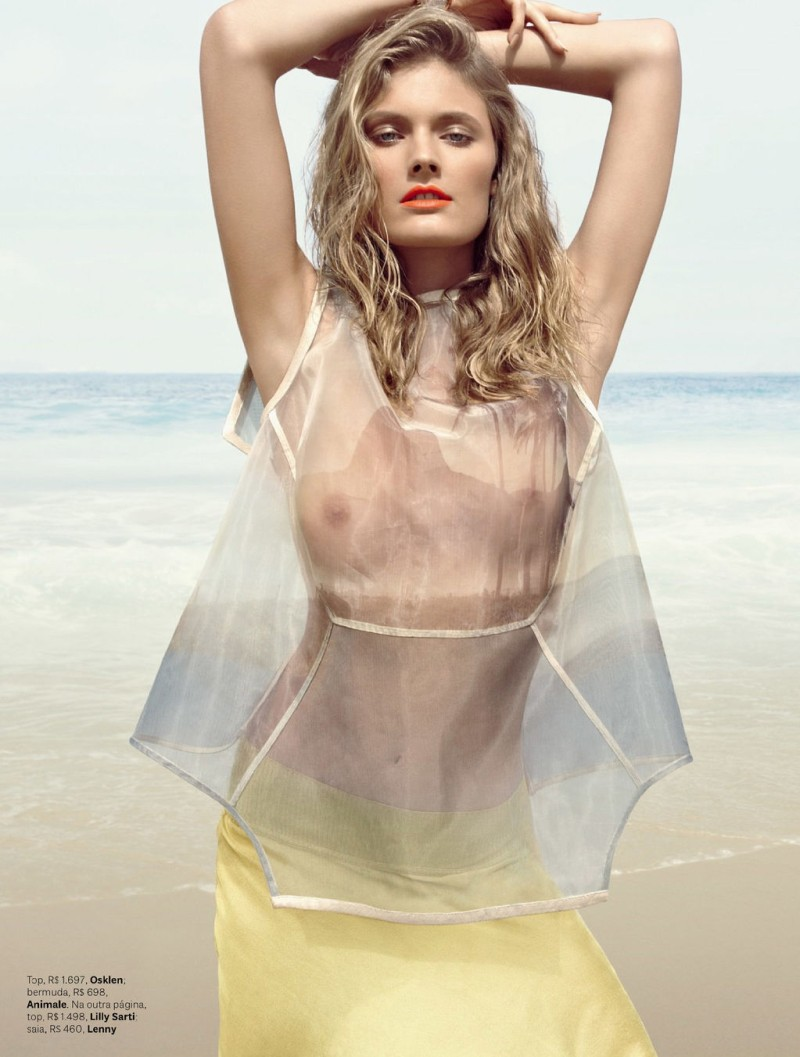 ConstanceBrazil7 Constance Jablonski Hits the Beach for Vogue Brazil November 2012 by Henrique Gendre