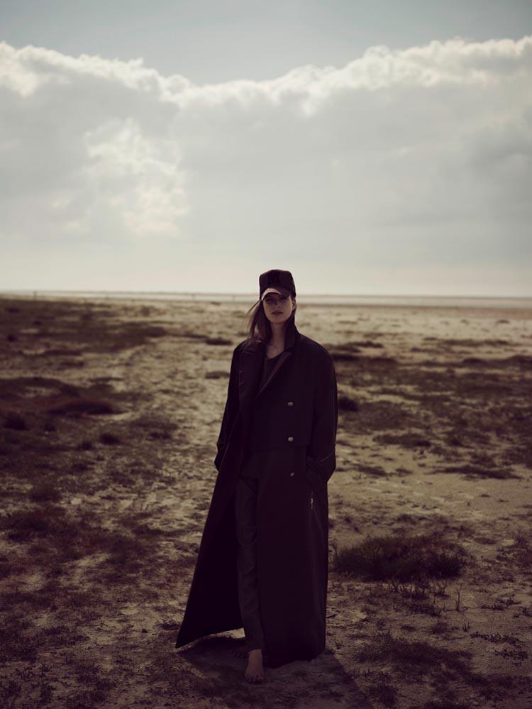 Mirte Maas Takes it Easy in Annemarieke van Drimmelen's Vogue Netherlands Shoot