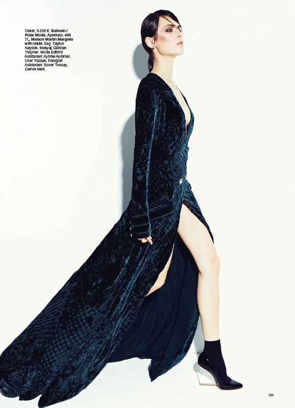 bazaar turkey9 Romana Balazova Dons Evening Glam for Harpers Bazaar Turkey November 2012 by Ahmet Unver