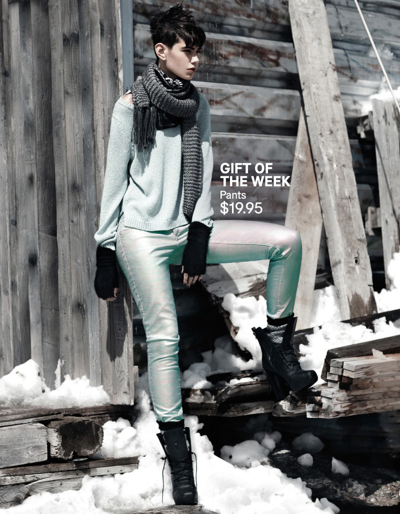 "Daria Werbowy Hits the Slopes for H&M's ""Love the Holidays"" Winter 2012 Campaign"