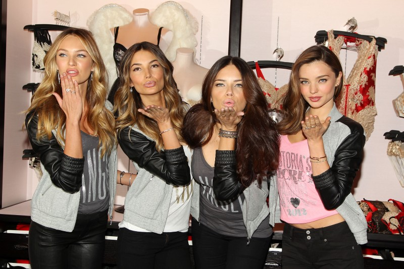 vsholiday1 Victorias Secret Angels Adriana Lima, Miranda Kerr and Candice Swanepoel Celebrate Holidays at Herald Square Store