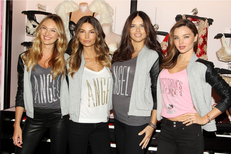 vsholiday2 Victorias Secret Angels Adriana Lima, Miranda Kerr and Candice Swanepoel Celebrate Holidays at Herald Square Store
