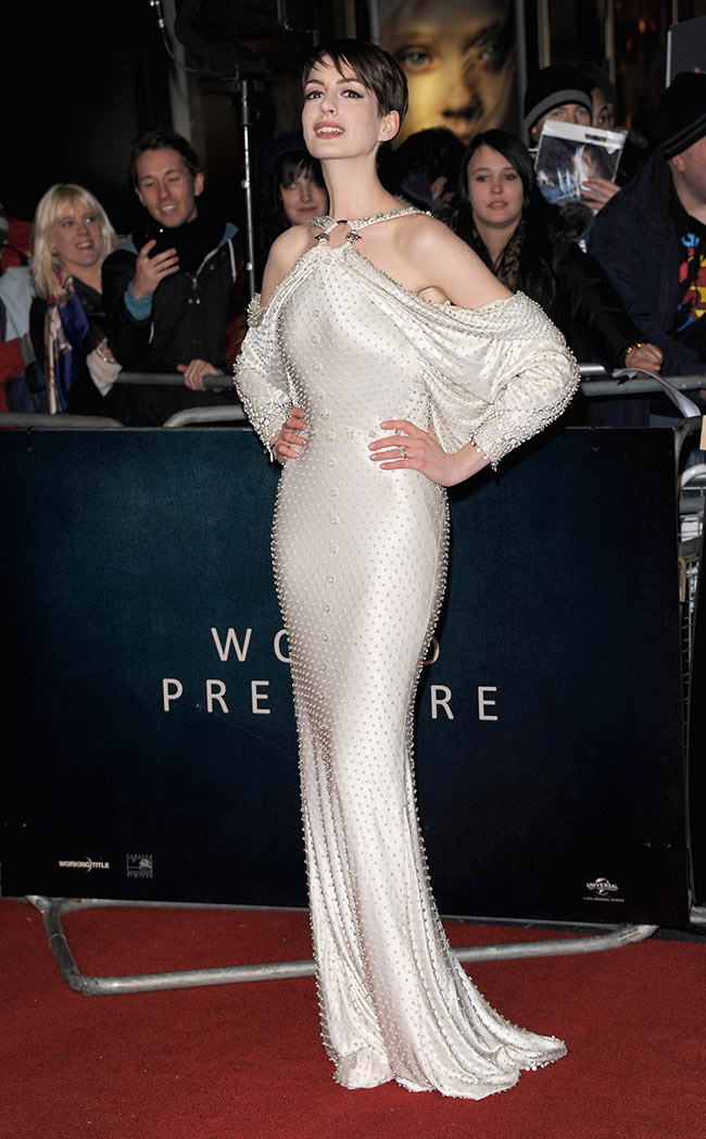 Anne Hathaway in GHCbRT Anne Hathaway in Givenchy Haute Couture at the Les Misérables World Premiere