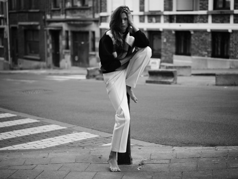 EliseRika13 Elise Crombez Dons Casual Elegance for Rika Magazine by Annemarieke van Drimmelen