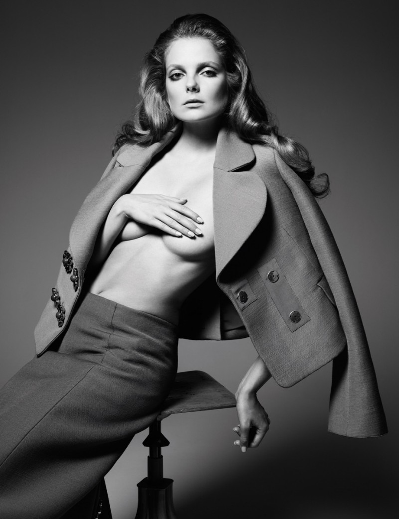EnikoChina15 Eniko Mihalik Charms in Numéro Chinas December Cover Shoot by Gianluca Fontana