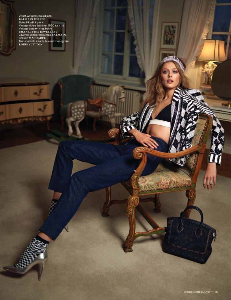 FridaVogueNL3 800x1036 Frida Gustavsson Dons Denim Style for the January/February Issue of Vogue Netherlands