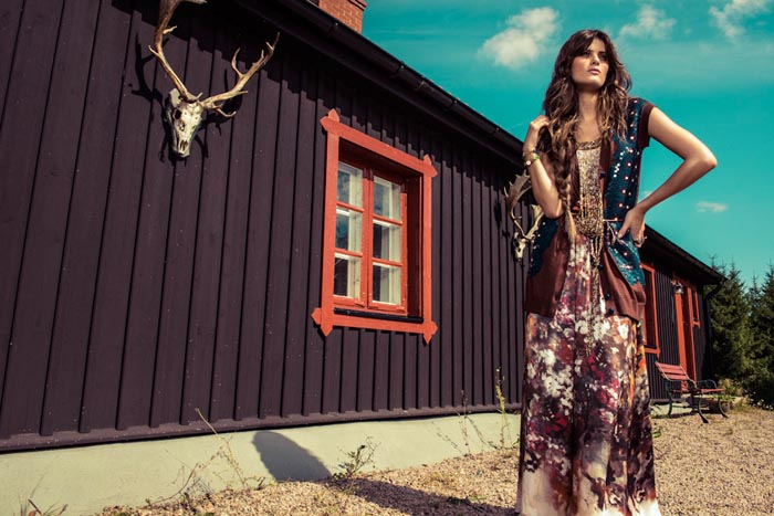 IsabeliVogue10 Isabeli Fontana Wows in Colorful Fashion for Vogue Brazils December Cover Shoot