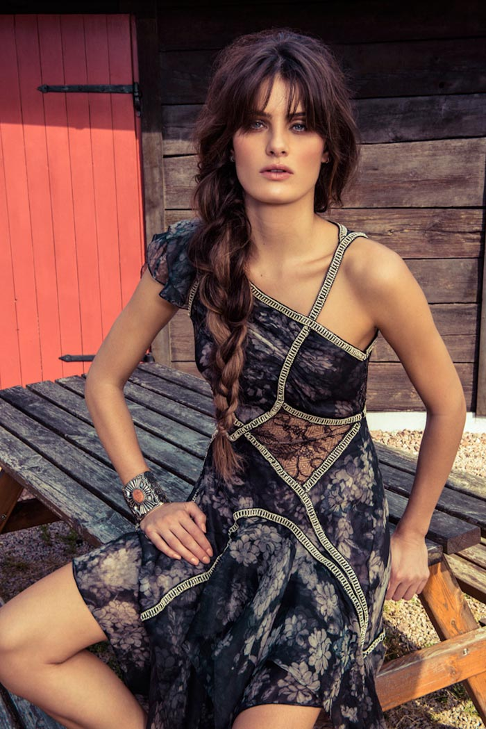 IsabeliVogue4 Isabeli Fontana Wows in Colorful Fashion for Vogue Brazils December Cover Shoot