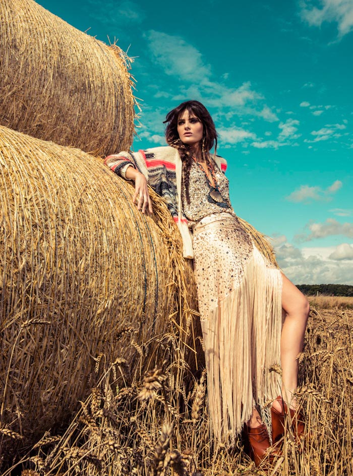 IsabeliVogue5 Isabeli Fontana Wows in Colorful Fashion for Vogue Brazils December Cover Shoot