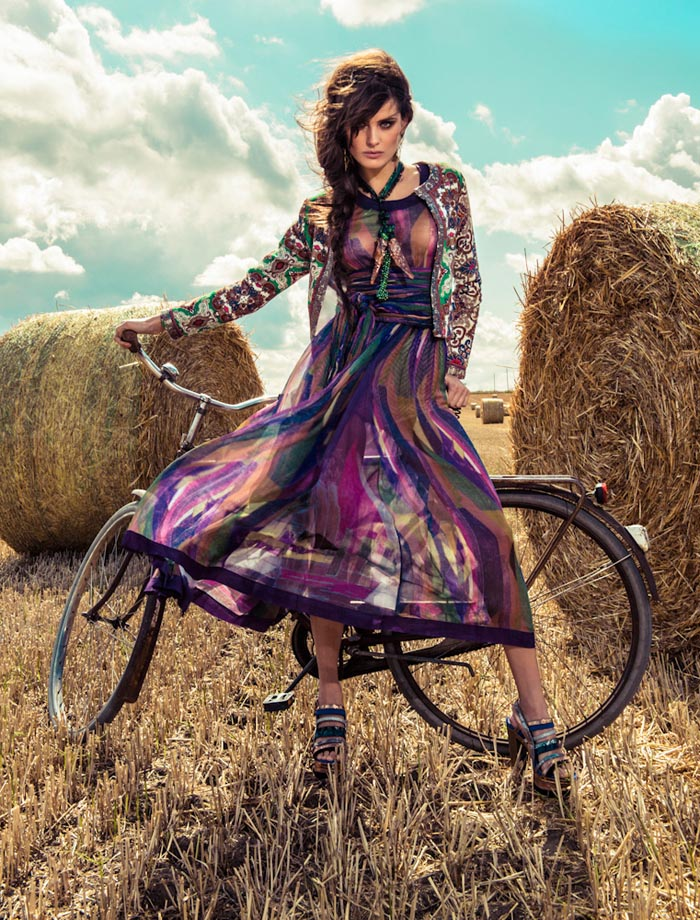 IsabeliVogue6 Isabeli Fontana Wows in Colorful Fashion for Vogue Brazils December Cover Shoot