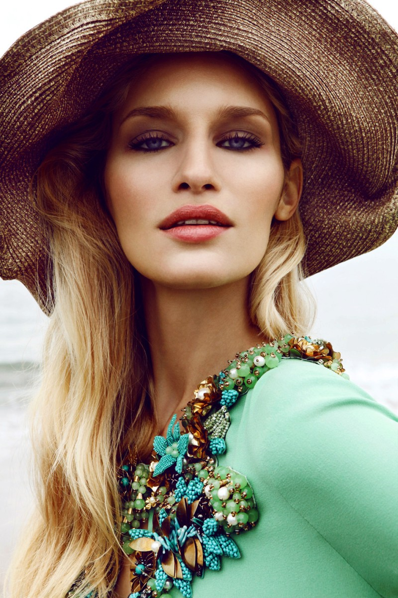 Linda Vojtova Sports Gucci for Elle Czech December 2012 by Branislav Simoncik