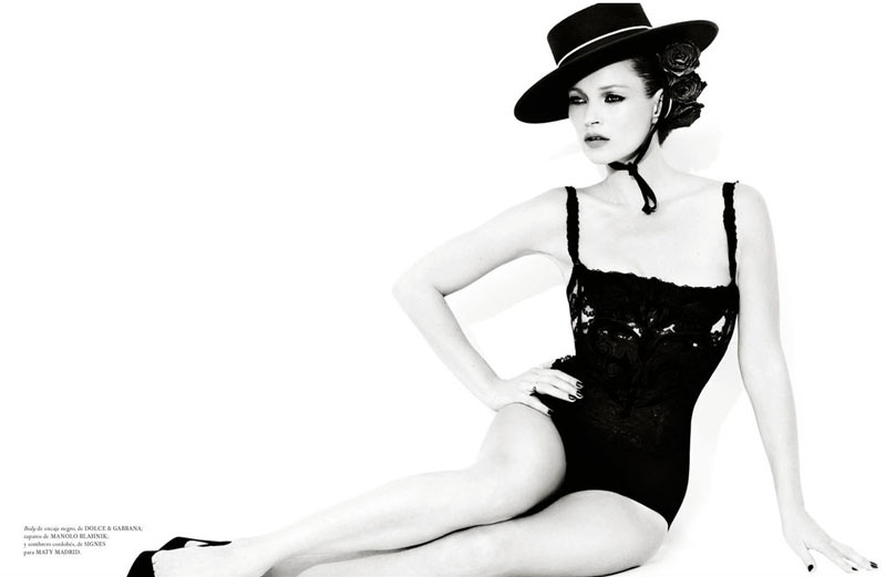 TestinoKate1 Kate Moss Has a Flair for the Dramatic in Vogue Spain December, Shot by Mario Testino