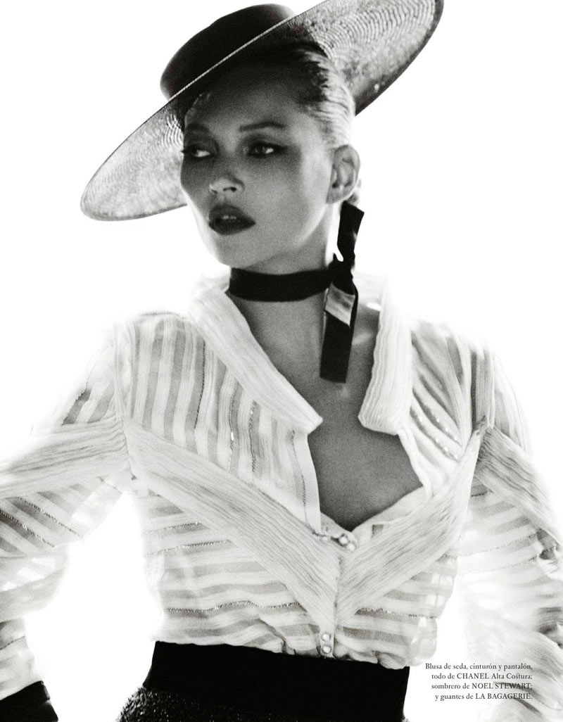 TestinoKate15 Kate Moss Has a Flair for the Dramatic in Vogue Spain December, Shot by Mario Testino