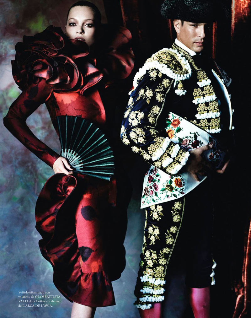 TestinoKate2 Kate Moss Has a Flair for the Dramatic in Vogue Spain December, Shot by Mario Testino