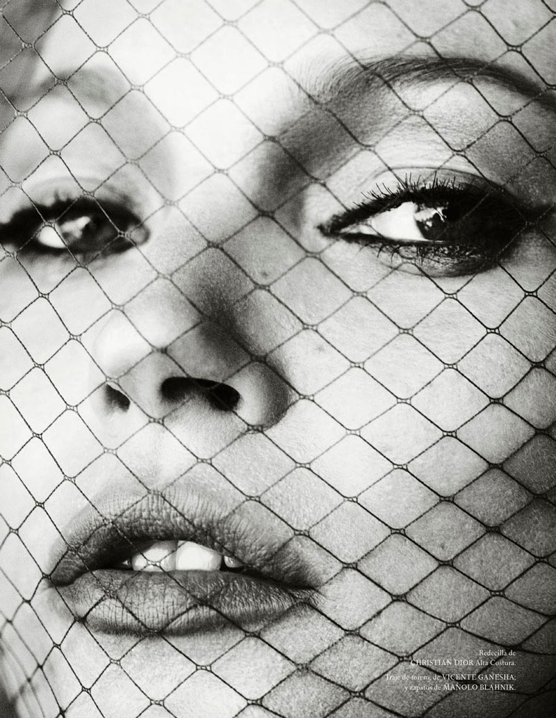 TestinoKate4 Kate Moss Has a Flair for the Dramatic in Vogue Spain December, Shot by Mario Testino