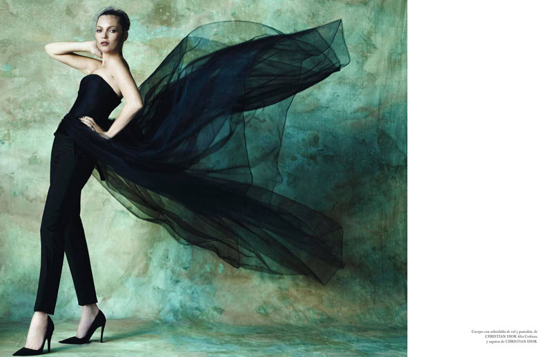 TestinoKate6 Kate Moss Has a Flair for the Dramatic in Vogue Spain December, Shot by Mario Testino