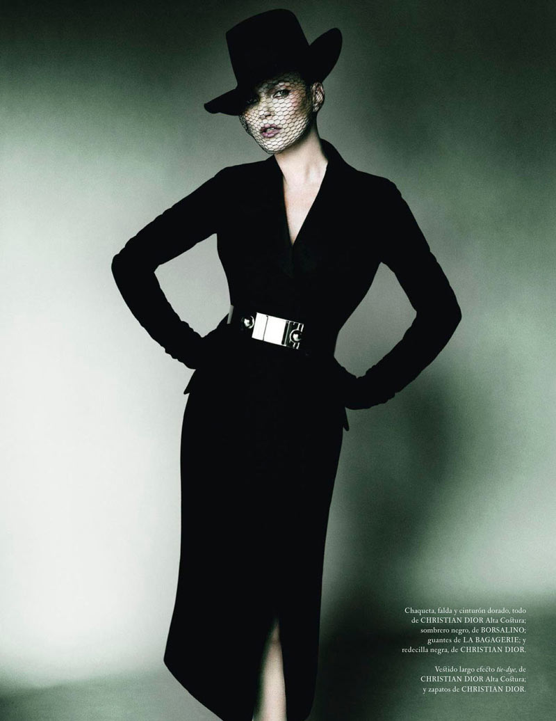 TestinoKate8 Kate Moss Has a Flair for the Dramatic in Vogue Spain December, Shot by Mario Testino