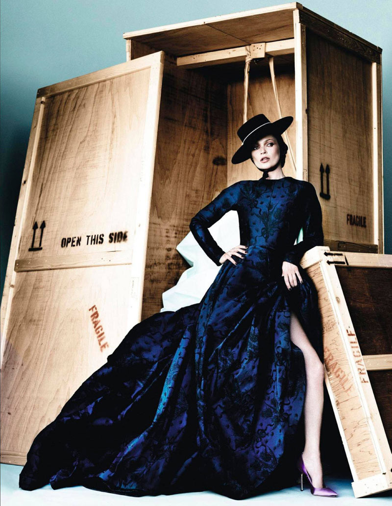 TestinoKate9 Kate Moss Has a Flair for the Dramatic in Vogue Spain December, Shot by Mario Testino