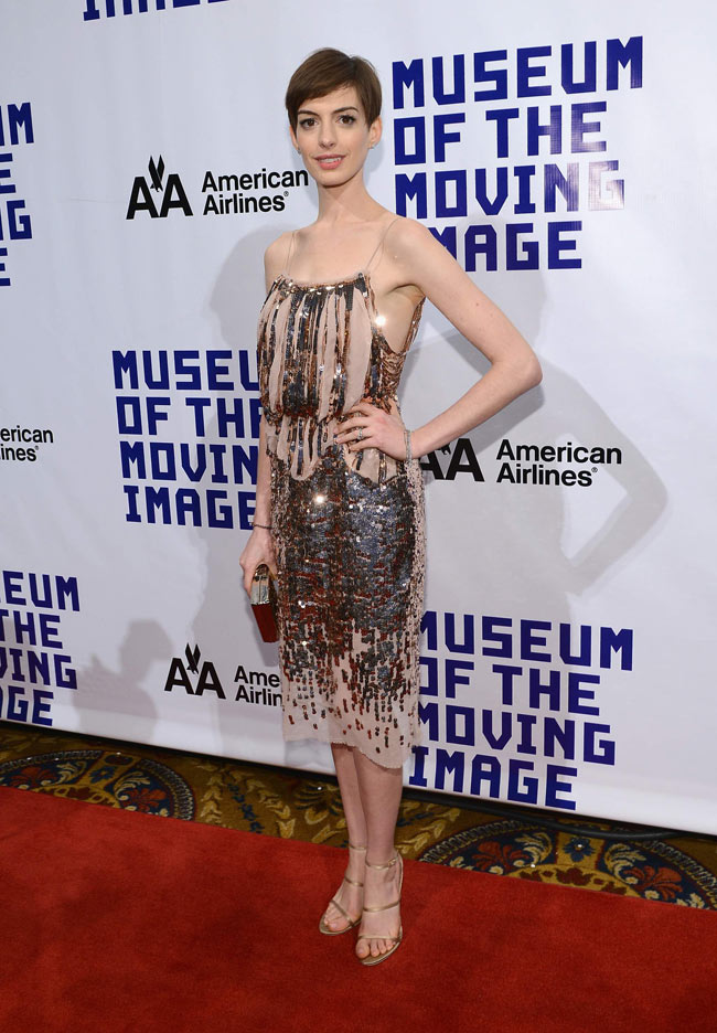 anne1 Anne Hathaway Shines in Nina Ricci at the Museum of the Moving Image's 27th Annual Black Tie Salute