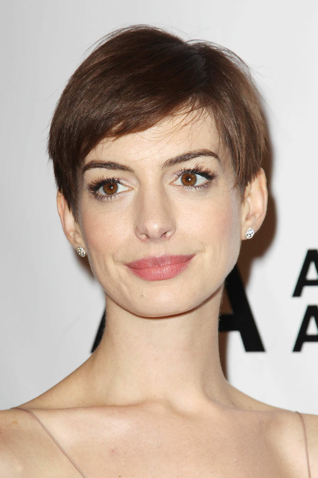 anne3 Anne Hathaway Shines in Nina Ricci at the Museum of the Moving Image's 27th Annual Black Tie Salute