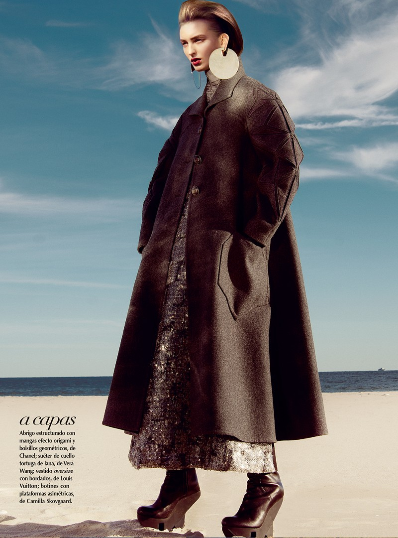 georgina5 Georgina Stojilijkovic Gets Futuristic for Vogue Latin America December 2012 by Kevin Sinclair
