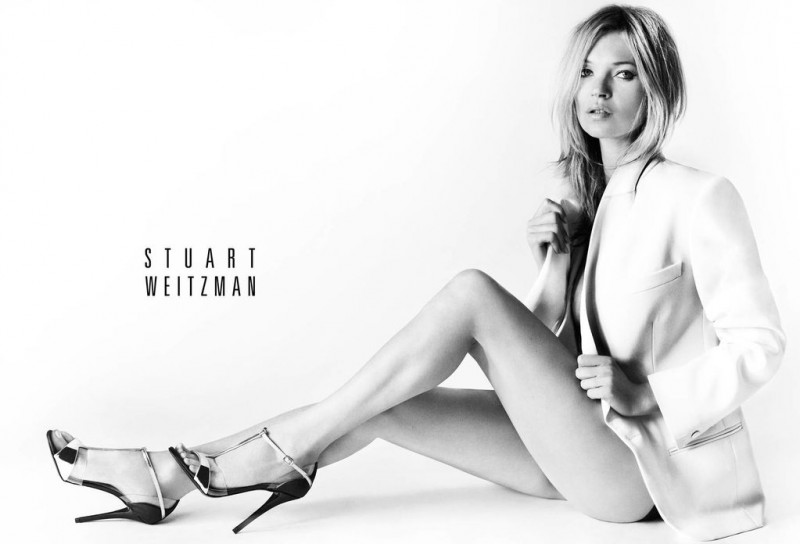 kate4 800x544 Kate Moss Fronts Stuart Weitzmans Spring 2013 Campaign by Mario Testino