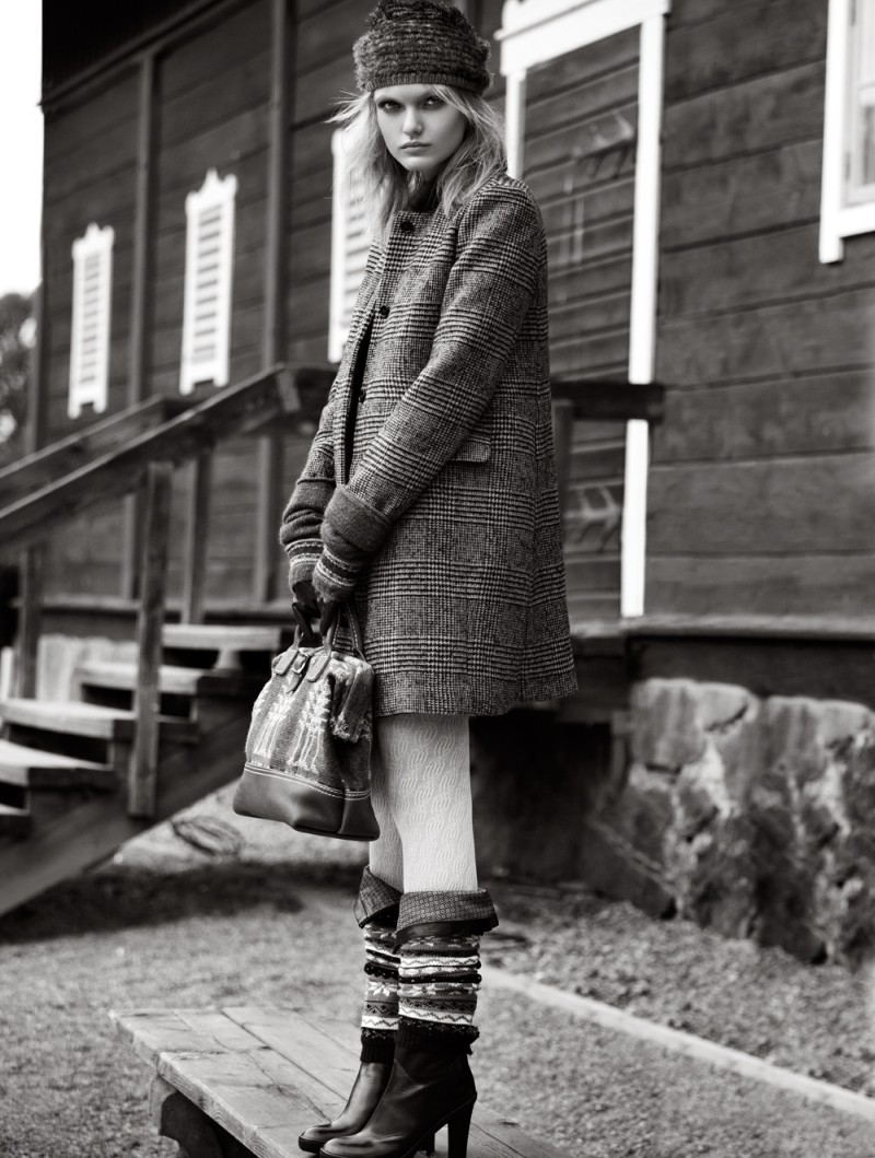 Jaclyn Adams Lenses Cozy Winter Fashion for Plaza Kvinna