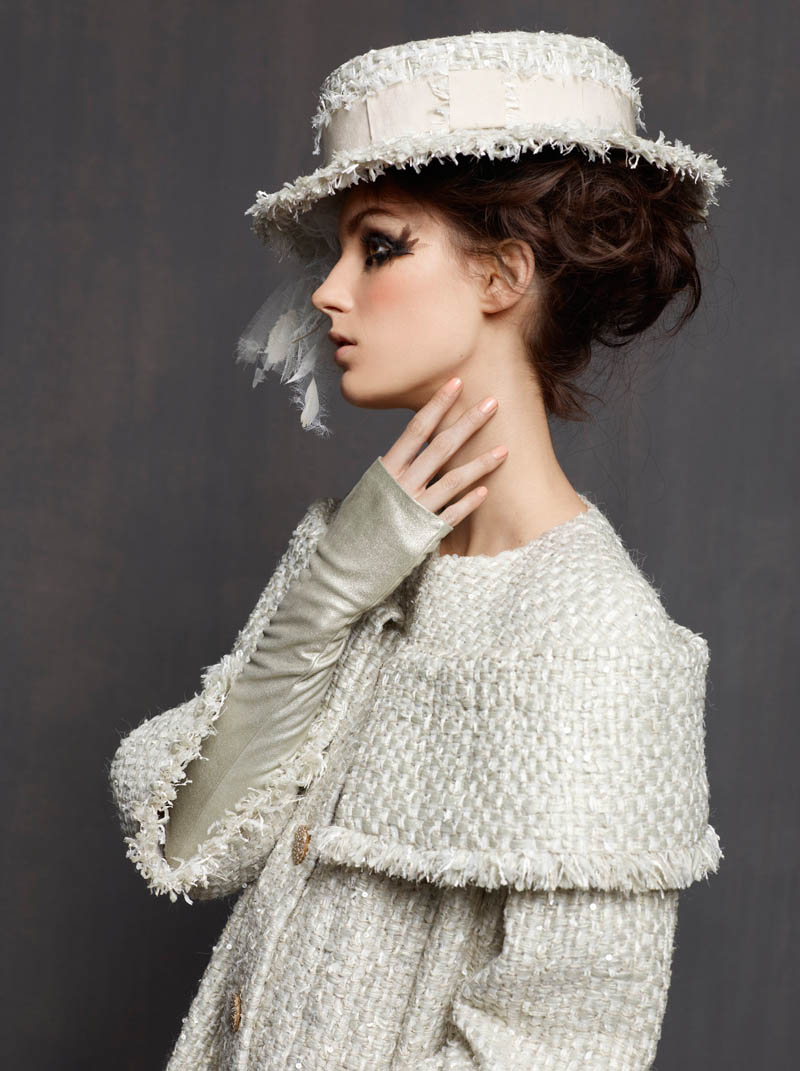 Karl lagerfeld shoots marte mei van haaster in chanel for Hout couture