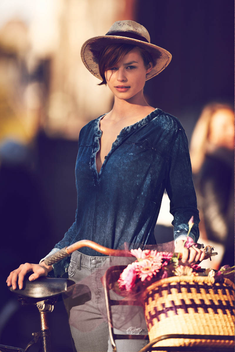 "Free People Features ""Girls On Bikes"" For Its January 2013"