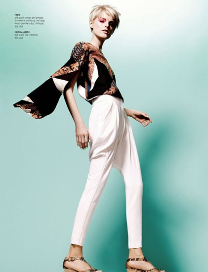 HanneShoot4 Hanne Gaby Odiele Sports Sixties Chic for S Magazine