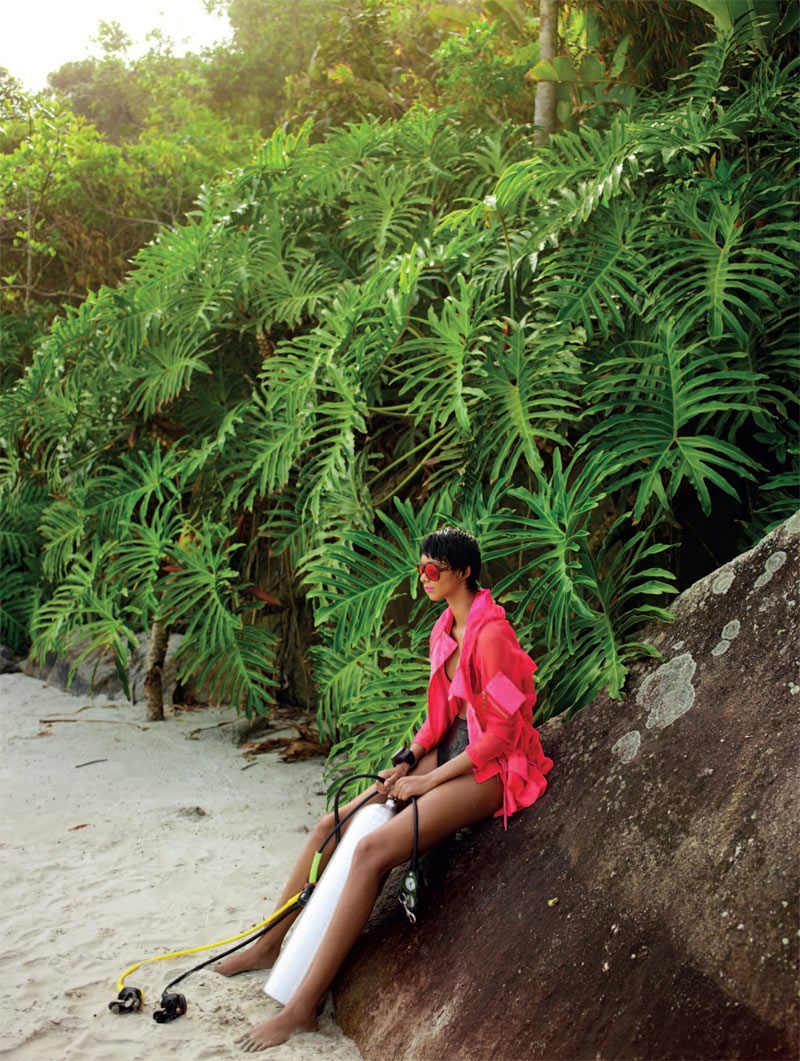 LaisBazaar7 Lais Ribeiro Sports Scuba Style for Harpers Bazaar Brazil January 2013