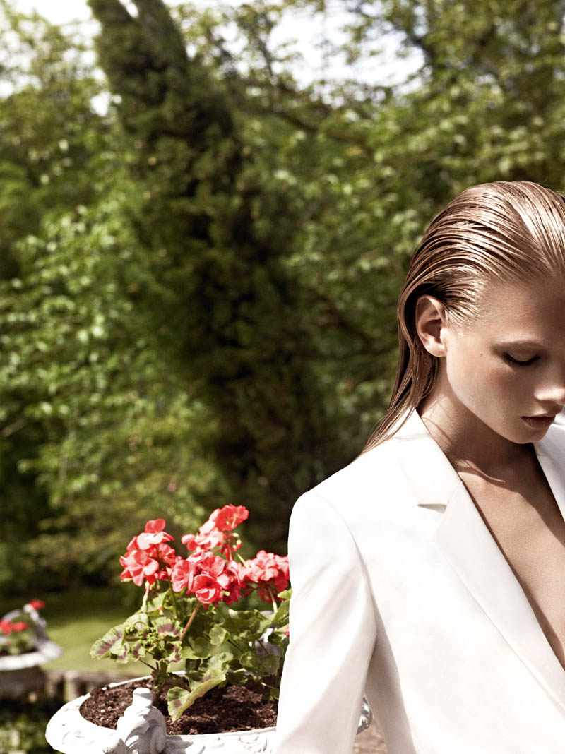Pierre Balmain SS13 Lookbook Page 25 Anna Selezneva Keeps it Understated in Pierre Balmains Spring 2013 Campaign