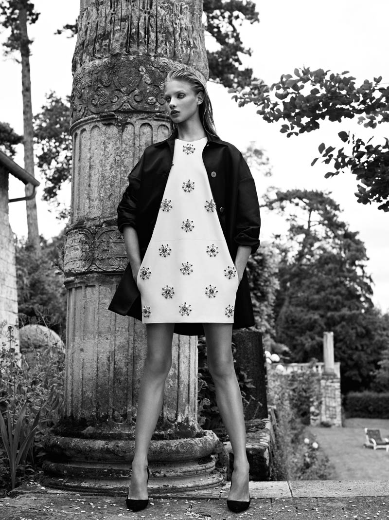 Pierre Balmain SS13 Lookbook Page 30 Anna Selezneva Keeps it Understated in Pierre Balmains Spring 2013 Campaign
