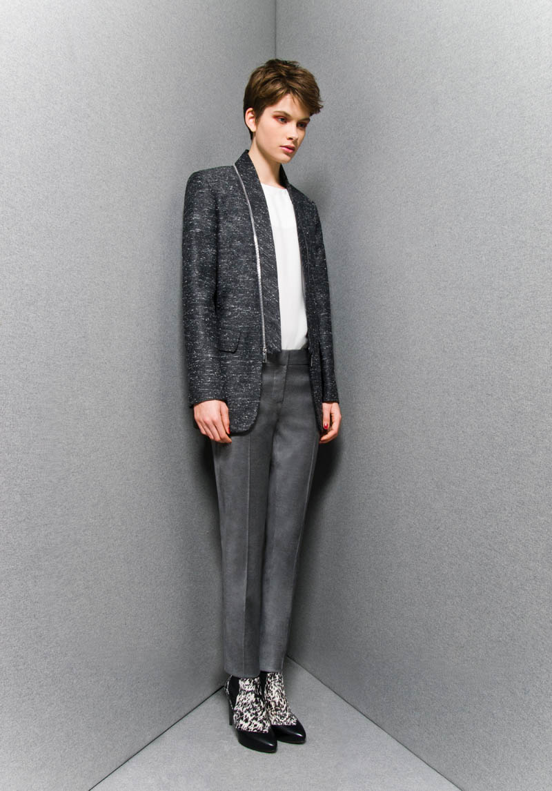 SportmaxPF11 Sportmaxs Dark, Voluminous Pre Fall 2013 Collection