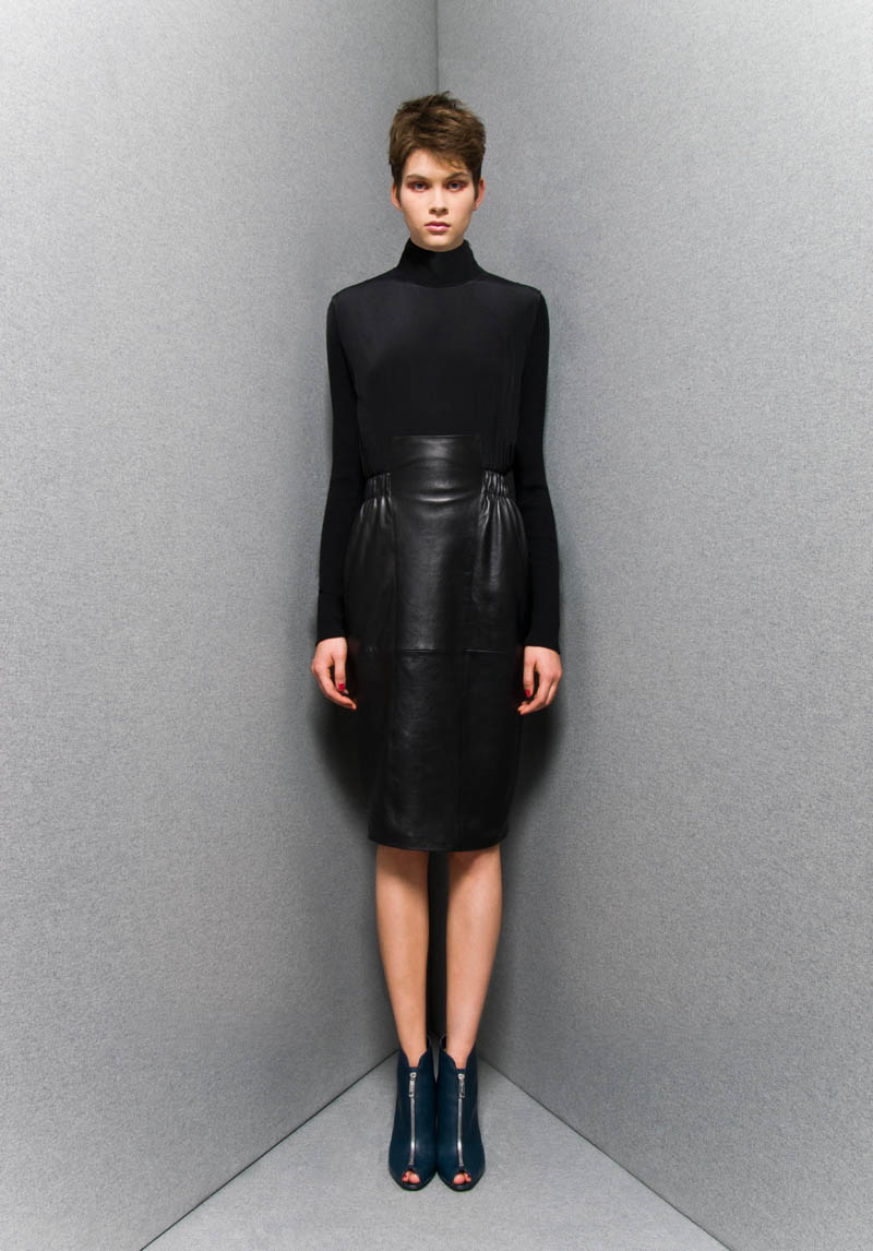 SportmaxPF2 Sportmaxs Dark, Voluminous Pre Fall 2013 Collection
