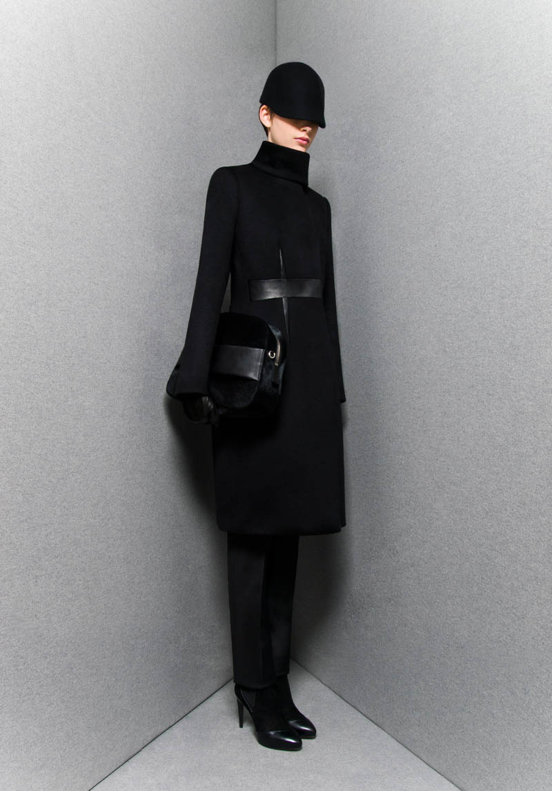 SportmaxPF5 Sportmaxs Dark, Voluminous Pre Fall 2013 Collection