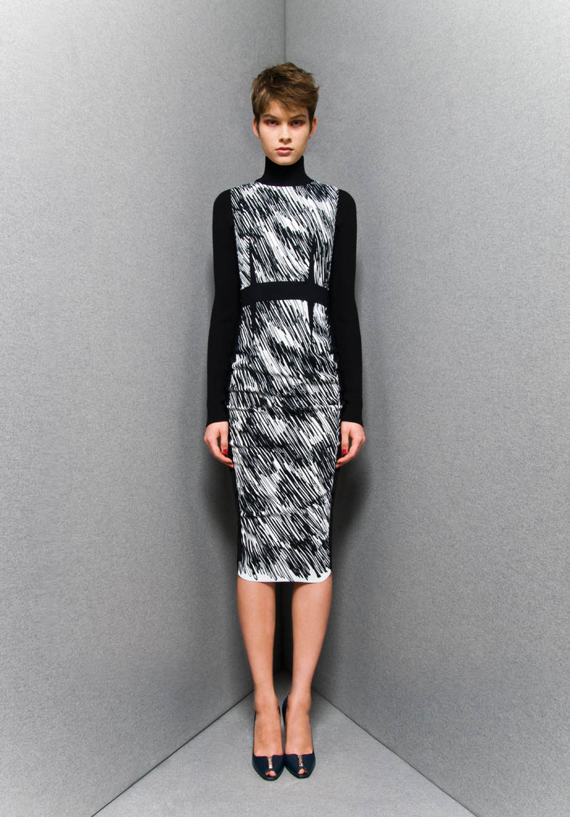 SportmaxPF6 Sportmaxs Dark, Voluminous Pre Fall 2013 Collection