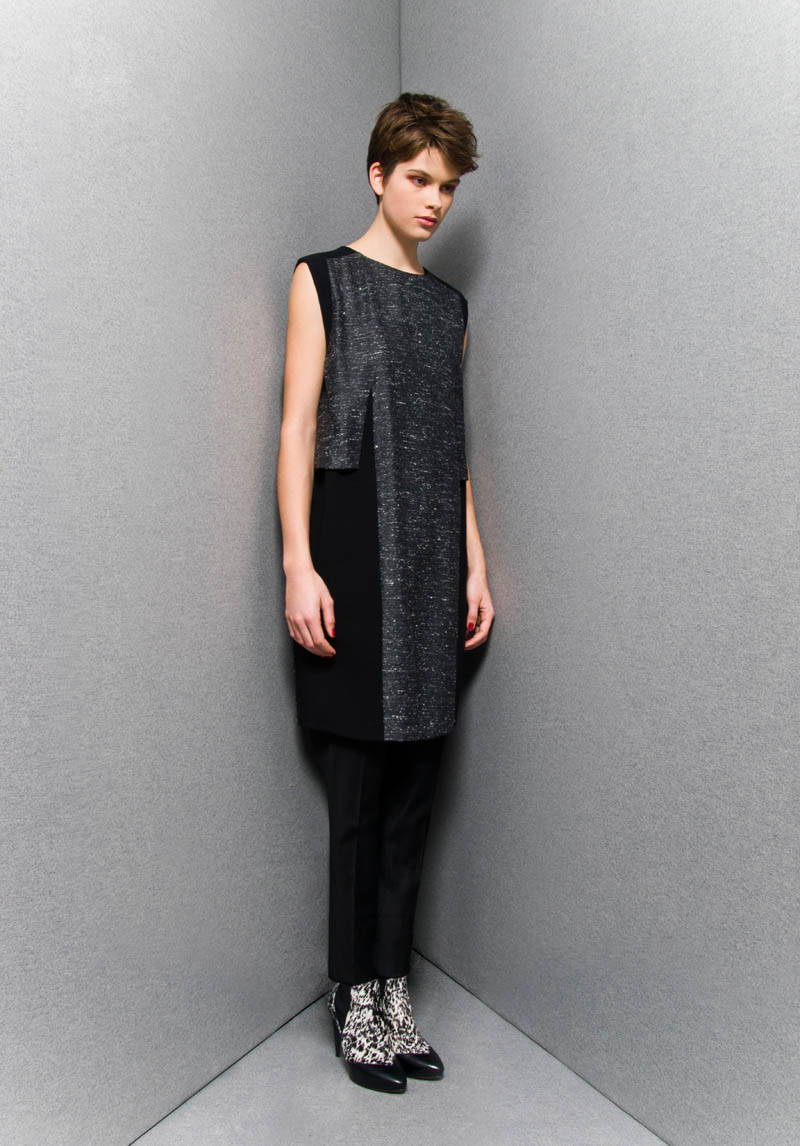 SportmaxPF9 Sportmaxs Dark, Voluminous Pre Fall 2013 Collection
