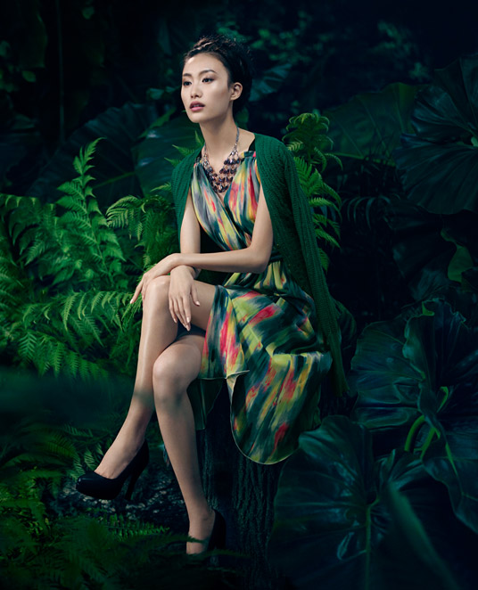 VWSpring7 Shu Pei Gets Romantic for Vera Wangs Spring 2013 Campaign