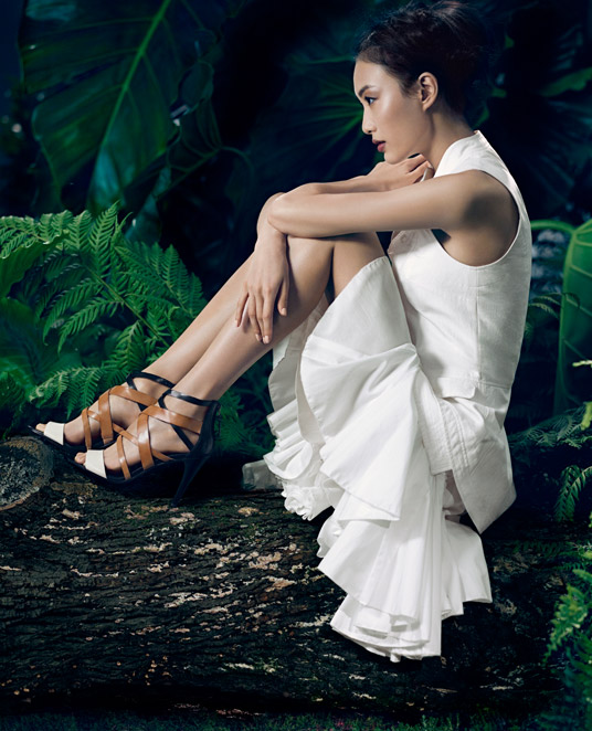 VWSpring8 Shu Pei Gets Romantic for Vera Wangs Spring 2013 Campaign