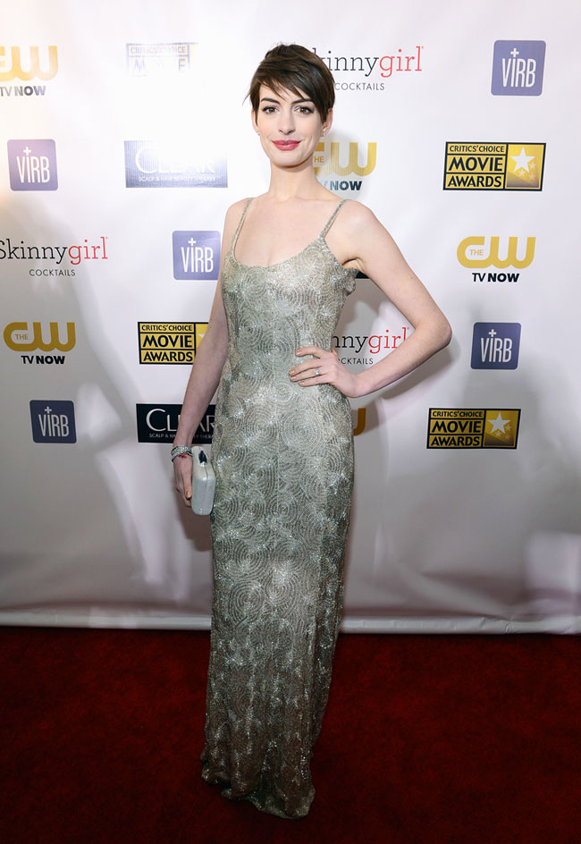 anne1 Anne Hathaway in Oscar de la Renta at the 18th Annual Critics Choice Awards