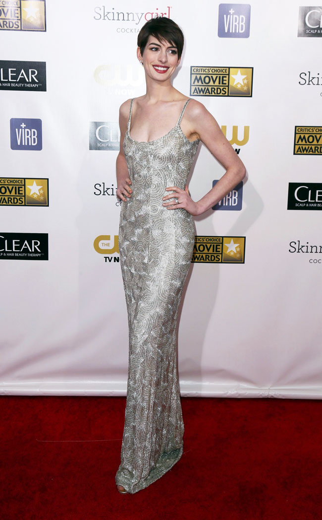 anne2 Anne Hathaway in Oscar de la Renta at the 18th Annual Critics Choice Awards