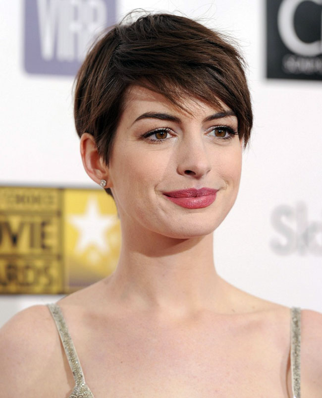 anne3 Anne Hathaway in Oscar de la Renta at the 18th Annual Critics Choice Awards