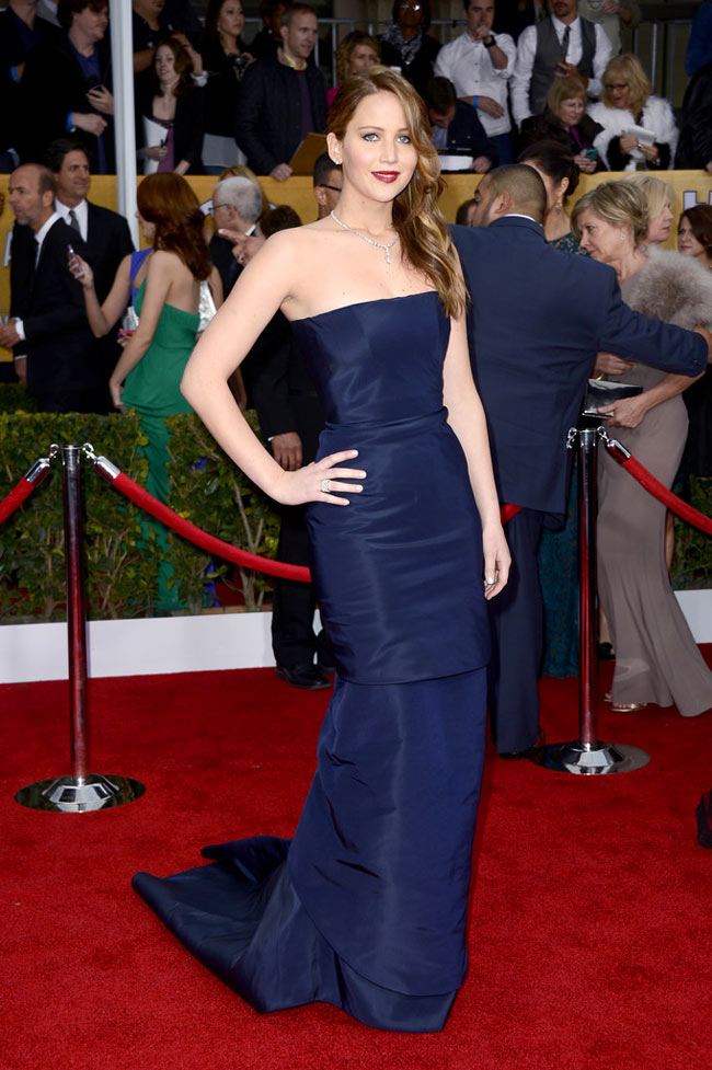 jennifer sag1 Jennifer Lawrence in Dior Haute Couture at the 19th Annual Screen Actors Guild Awards