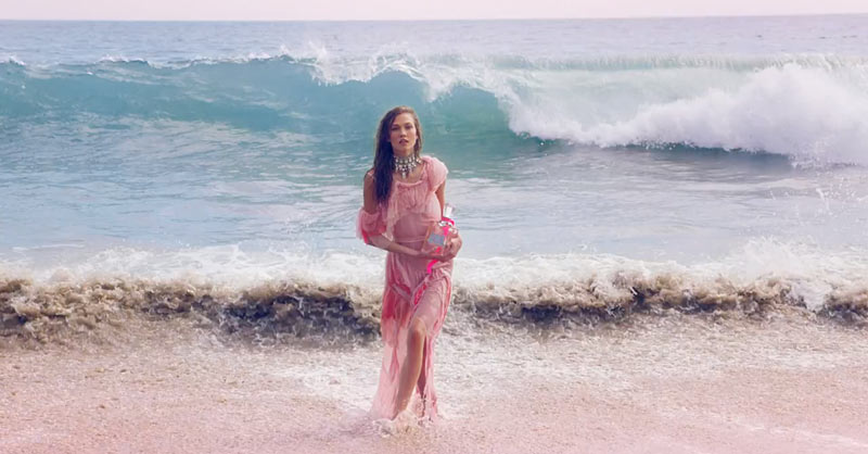 juicy1 Karlie Kloss Hits the Beach in Juicy Coutures Couture La La Fragrance Commercial